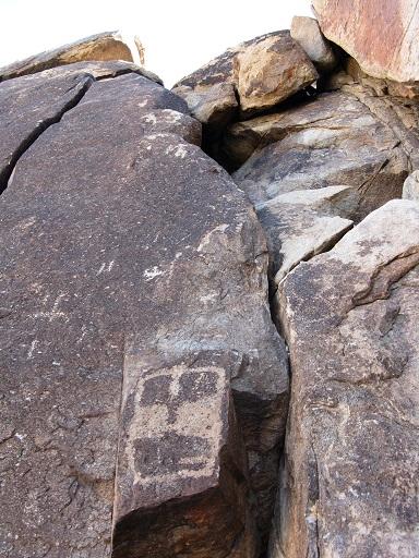 http://stormrunneraz.tripod.com/petroglyph5.JPG